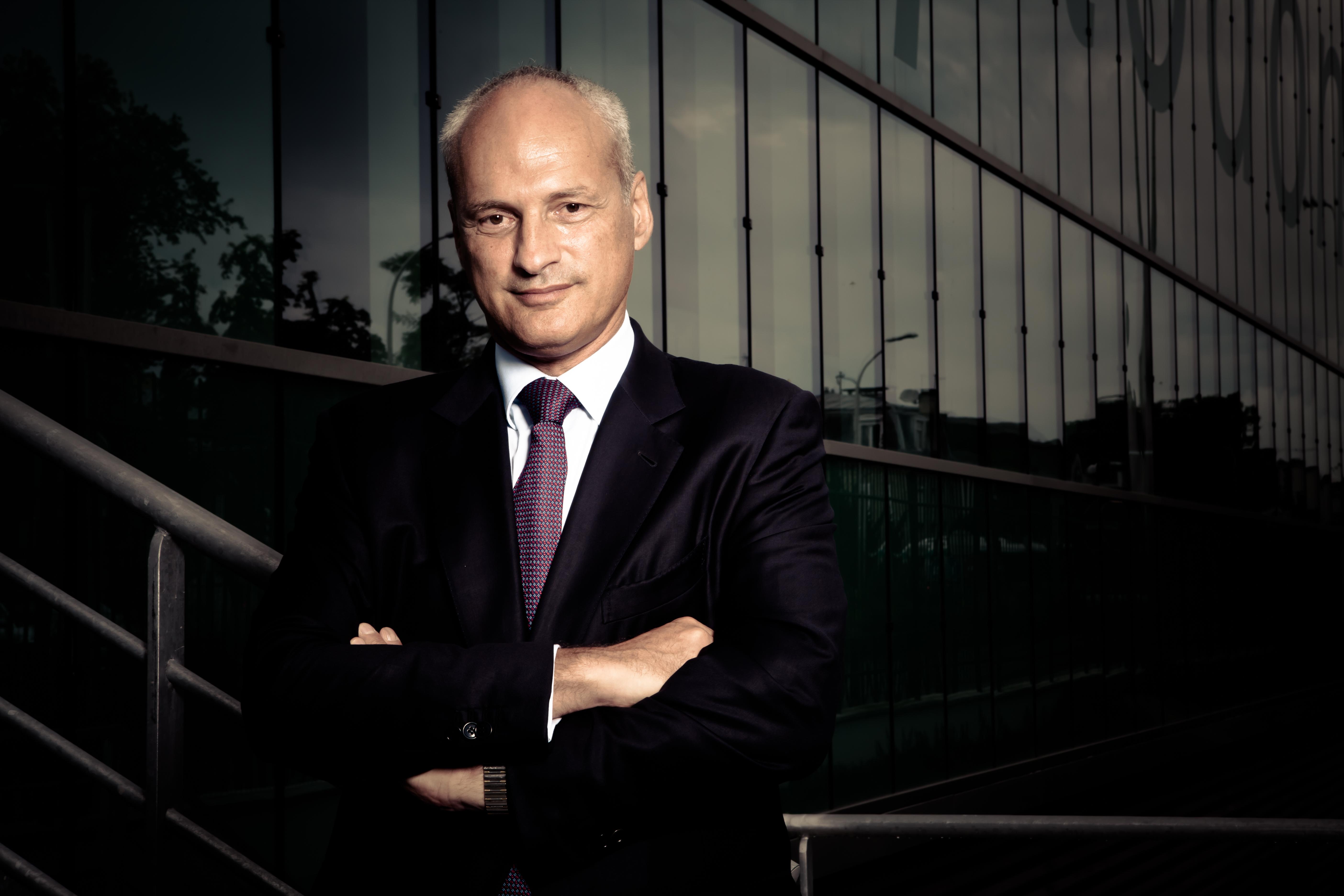A la tête du Groupe SEPTODONT, Olivier SCHILLER nous livre sa vision des enjeux d'un acteur industriel français opérant dans le monde entier